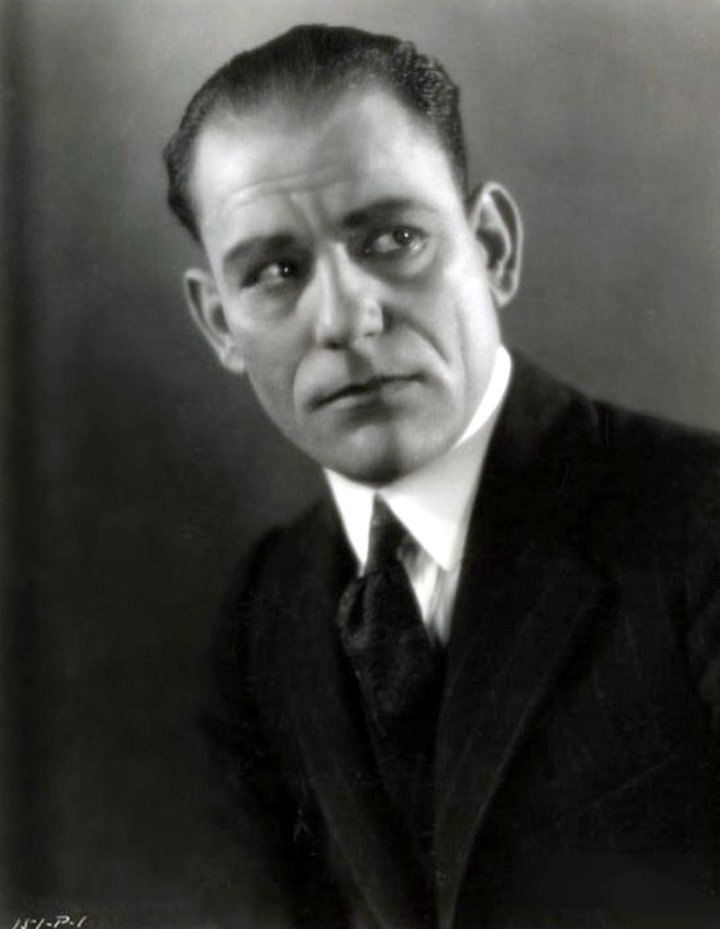 Lon_chaney_by_clarence_sinclair_bull_r1